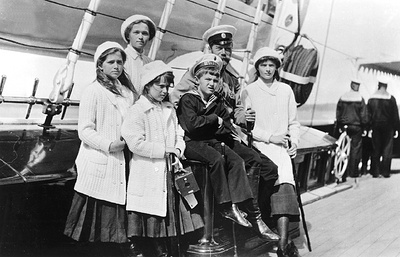 Фотовыставка РИЦ ТАСС Урал про Николая II, туризм и транспорт открылась в Екатеринбурге
