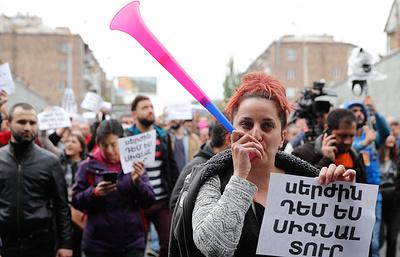 В Ереване оппозиция перекрывает улицы