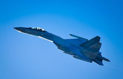 """Экипажи истребителей Су-35С ВВО на учениях уничтожили """"вражеский"""" аэродром"""