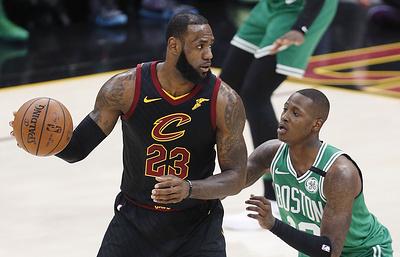 """""""Кливленд"""" сравнял счет в серии плей-офф НБА с """"Бостоном"""" благодаря 44 очкам Джеймса"""