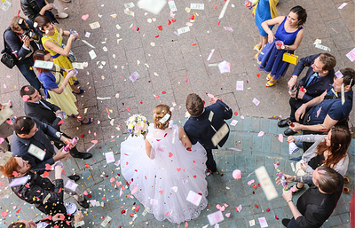 Более 1800 пар в Москве отпразднуют свадьбы в День города и накануне