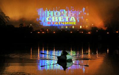 """Более 30 световых инсталляций представили художники на """"Ночи света"""" в Гатчине"""