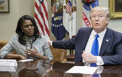 """""""Он жевал и проглатывал бумагу"""": экс-сотрудница Белого дома раскрыла секреты Трампа"""
