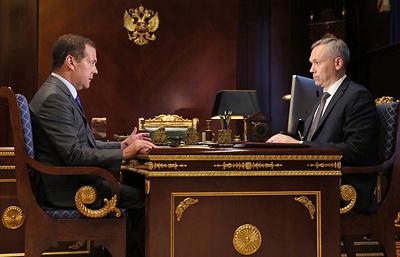 Медведев призвал не допустить появление третьей смены в новосибирских школах