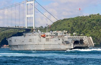 Быстроходный десантный корабль ВМС США Carson City вошел в Черное море
