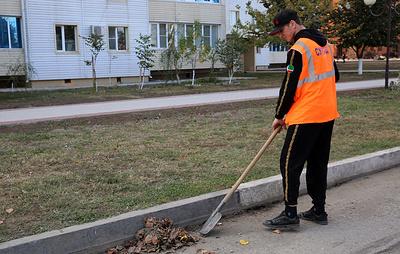 Бросивший в юношу банку чеченец приступил к работе по уборке улиц Грозного