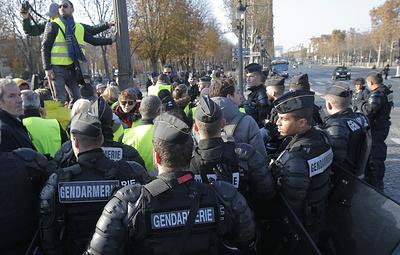 Полиция Франции задержала 117 человек во время акций протеста против роста цен на бензин
