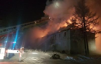 Количество погибших при пожаре в жилом доме в Новом Уренгое увеличилось до трех