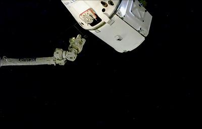 Корабль Dragon не смог пристыковаться к МКС с первой попытки