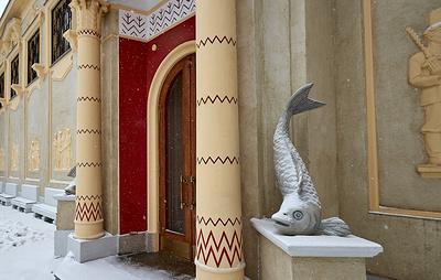 """Скульптуры рыб украсили фасад бывшего павильона """"Биология"""" на ВДНХ спустя почти 50 лет"""