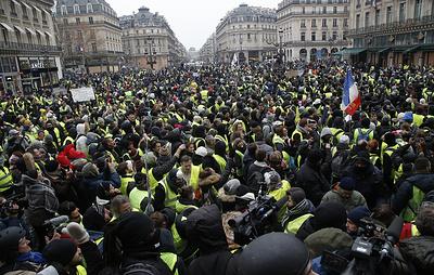 СМИ: не менее 66 тыс. человек приняли участие в манифестациях во Франции 15 декабря