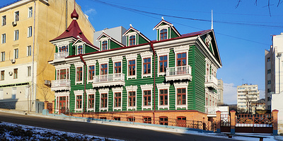 """""""Больно было смотреть, он просил помощи"""". Как бизнесмен из Хабаровска спасает вековые дома"""