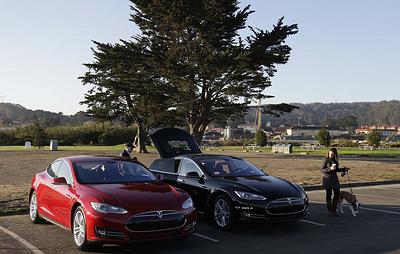 """В электромобилях Tesla появился """"режим собаки"""""""