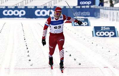 Лыжник Большунов завоевал золото в гонке на 15 км на этапе КМ в Италии