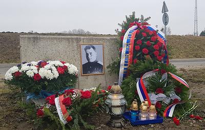 Российские дипломаты и общественники почтили в Польше память генерала Черняховского