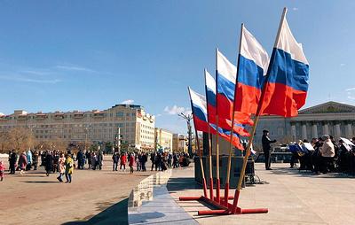 Десятки воздушных шаров запустили в небо над Читой в годовщину Крымской весны