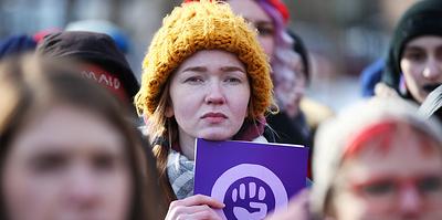 Треть россиян поддерживают феминизм. Это много или мало? И зачем он нужен?