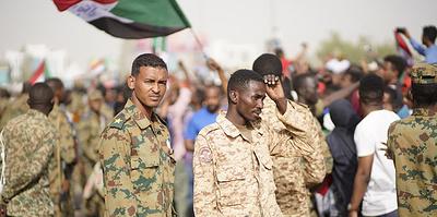 Армия в Судане низложила президента и пытается наладить диалог со страной