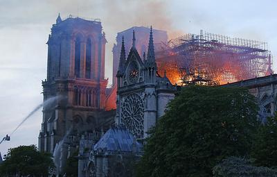 Трамп предложил использовать авиацию для тушения собора Парижской Богоматери