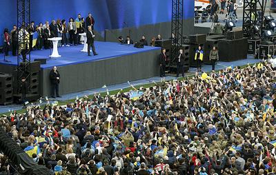 Дебаты Зеленского и Порошенко прошли на полупустом стадионе