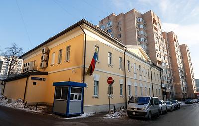 На крышу посольства Венесуэлы в Москве залез мужчина