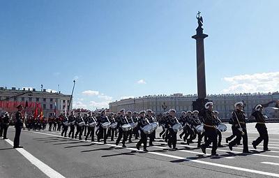 В Петербурге парад Победы впервые прошел под колокольный звон