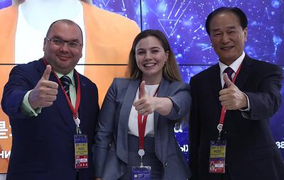 ТАСС и Синьхуа представили на ПМЭФ-2019 виртуального телеведущего