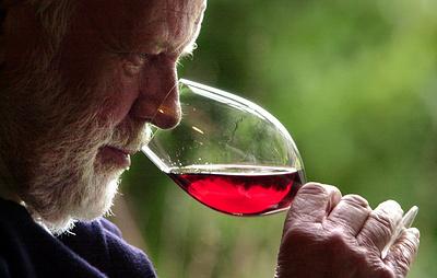 """Японские ученые предположили, что вино помогает пожилым людям поддерживать мозг в """"тонусе"""""""