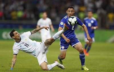 Сборные Аргентины и Парагвая сыграли вничью в матче Кубка Америки по футболу