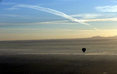 В Египте воздушный шар с 11 туристами унесло в горы из-за сильного ветра