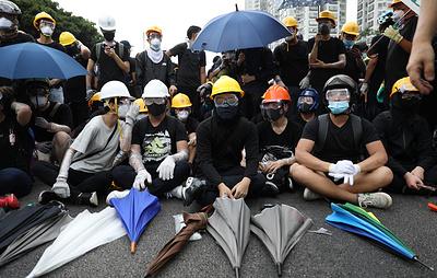 СМИ: десятки тысяч человек приняли участие в акции протеста в Гонконге