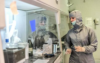 На заводе в Свердловской области произошла утечка едкого химического вещества