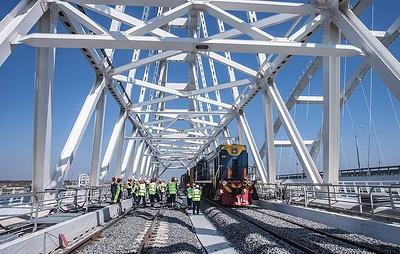 Рельсы Крымского моста соединили Крым и Кубань