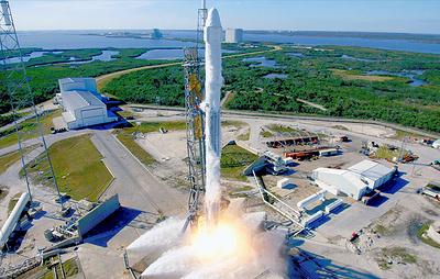 Корабль Dragon доставил на МКС образцы мхов и микроорганизмов