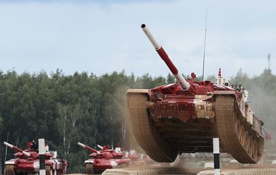 """Российские танкисты установили два рекорда скорости на """"Танковом биатлоне"""""""