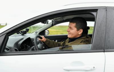 Губернатор Ямала выполнил обещание проехать за рулем автомобиля по дорогам округа