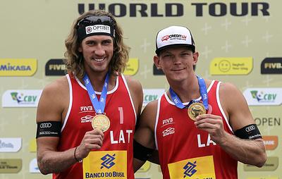 Латвийцы Смединс и Самойлов выиграли этап Мирового тура по пляжному волейболу в Москве