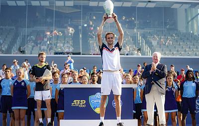 Теннисист Медведев впервые в карьере выиграл турнир серии Masters