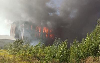 Ранг пожара на складе свечей в Петербурге повысили до максимального