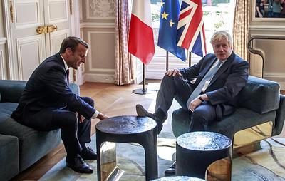 В Британии и Франции спорят о шутке Джонсона, положившего ногу на стол в Елисейском дворце