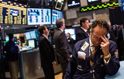 Индекс Dow Jones снизился на 1,6% после заявлений Трампа и главы ФРС