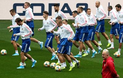 Сборная России по футболу перед матчем с казахстанцами тренируется в полном составе