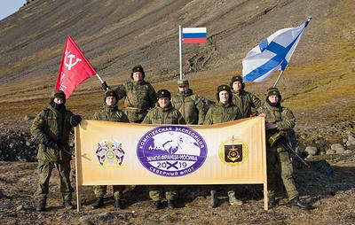 Экспедиционный отряд Северного флота поднял флаг РФ в самой северной точке Евразии