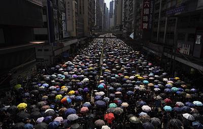 Тысячи человек вышли на антиправительственный митинг в Гонконге