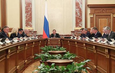 Медведев: правительство при подготовке бюджета учитывает нестабильность на мировых рынках