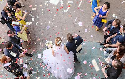 Число зарегистрированных браков в России снизилось на 32% за восемь лет