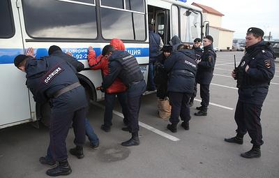 В Новосибирске 50 мигрантов доставили в полицию после рейда на рынке