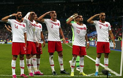 УЕФА открыл дело в отношении сборной Турции из-за провокационного поведения игроков