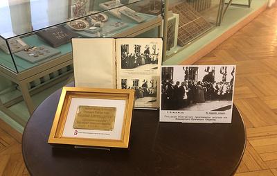 Петербургскому музею передадут табличку от иконы, подаренной Николаю II
