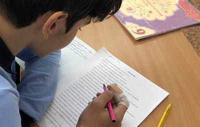 Школьники в Крыму впервые написали диктант в день крымскотатарской письменности